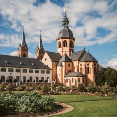 Seligenstadt Sehenswürdigkeiten Spaziergang im Kloster Garten