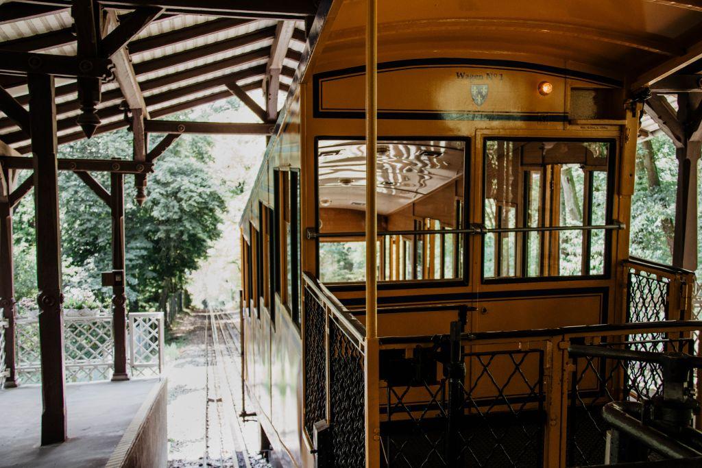 Fahrt mit der historischen Nerobergbahn